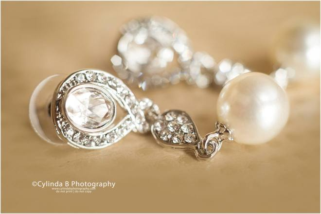 syracuse, NY, wedding, photography, wedding photographer, photos, spring wedding, details, earrings, cylinda b photography