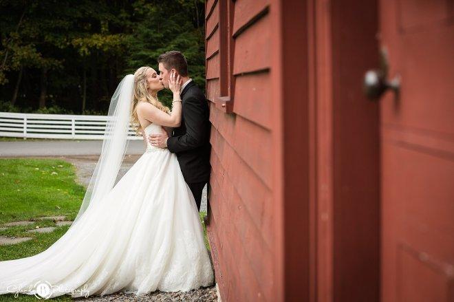 the-beeches-inn-rome-wedding-rome-wedding-photographer-cylinda-b-photography-30